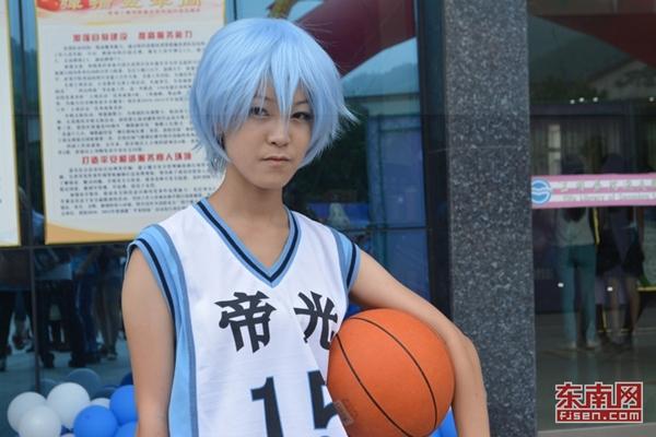 好者扮演漫画《黑子的篮球》中的一位人物.-三明学院第三届动漫节