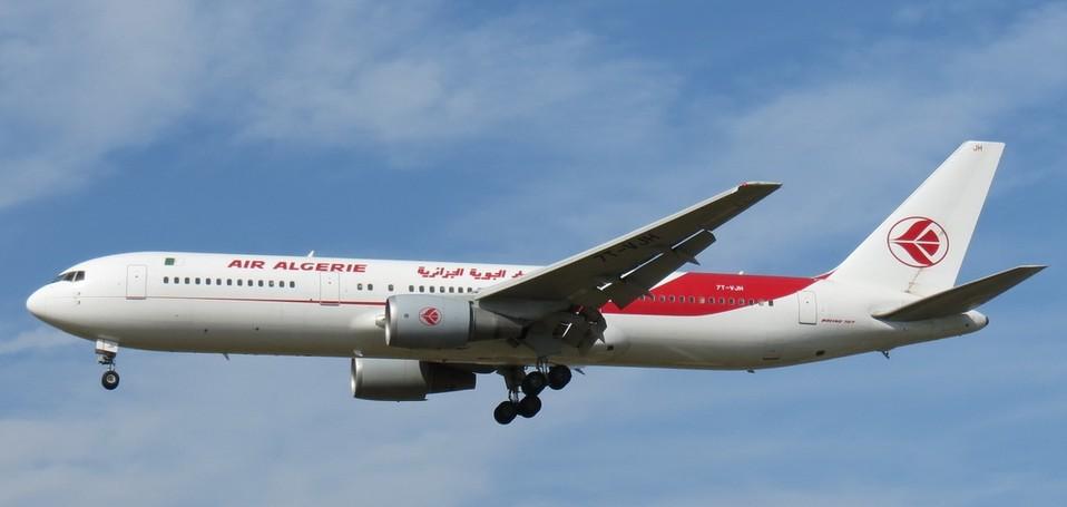 这架飞机原定从瓦加杜古飞往阿尔及利亚首都阿尔及尔.